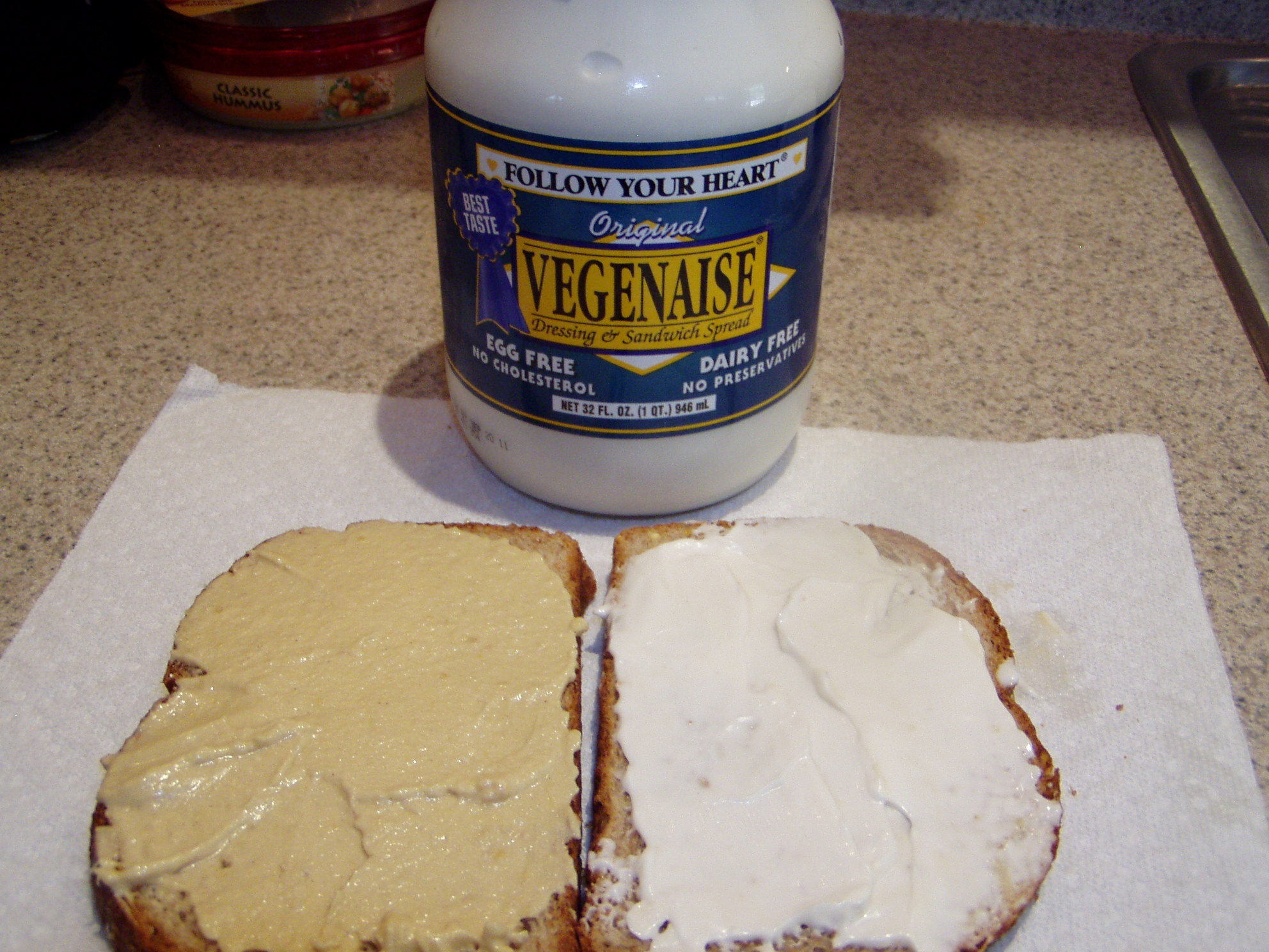 Spread vegan mayonnaise on other slice